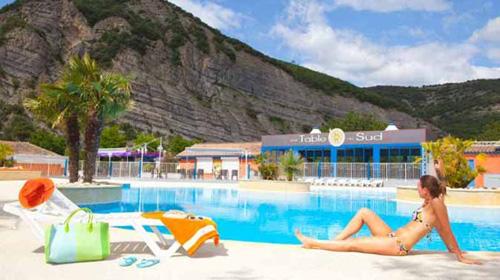 Campsite la plage fleurie in vallon pont d 39 arc in ardeche - Camping vallon pont d arc piscine ...