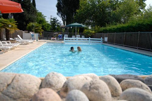 Camping pradons du pont en bordure de rivi re pr s de for Camping ardeche 2 etoiles avec piscine