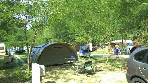 Camping des ponts saint just d 39 ardeche en ard che for Petit camping familial avec piscine